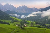 イタリア ドロミテアルプスと村