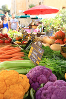フランス 市場で売られている野菜