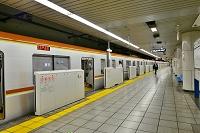 東京地下鉄有楽町線 桜田門駅 電車