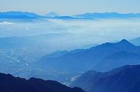 長野県 爺ケ岳より富士山と山並み