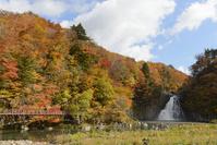 秋田県 法体の滝と紅葉