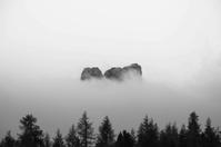 イタリア 霧に包まれた山