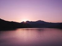 北海道 大雪山と忠別湖の日の出