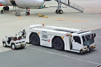 関西国際空港 トーイングトラクター プッシュバックトラクター