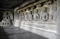 インド エローラ石窟群(仏教窟) 第12窟