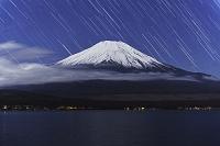 山梨県 山中湖と富士山