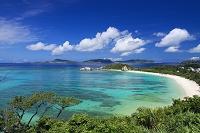 沖縄県 ケラマブルーの阿波連ビーチと慶良間諸島 渡嘉敷島