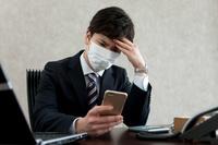 頭痛がする日本人ビジネスマン