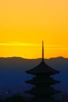 京都府 東寺の五重塔と夕暮れの空