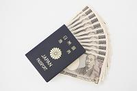 1万円札とパスポート