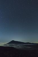 岩手県 岩手山と星空