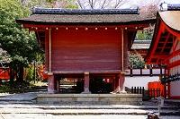 奈良県 春日大社 宝庫と磐座(手前右の岩)