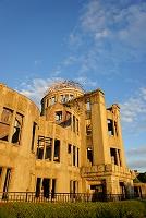 広島県 夕日に染まる原爆ドーム