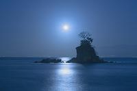 富山県 満月の雨晴海岸