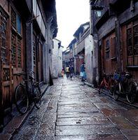 中国 浙江省 民家の並ぶ路地