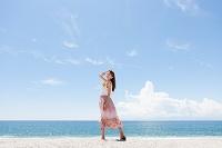 海岸の笑顔の日本人女性