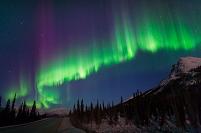 アメリカ合衆国 アラスカ 激しく活動するオーロラ