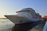 神戸港、MSC スプレンディダが入港