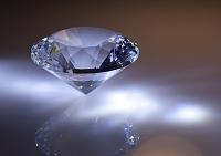 ダイヤモンドのようにカットされたクリスタル(水晶)