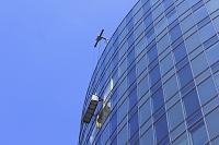 高層ビルの窓ふきのゴンドラ