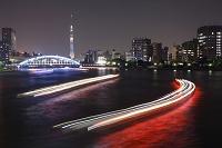 東京都 隅田川の光跡とスカイツリーの夜景