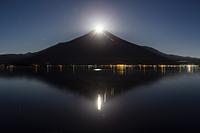 山中湖畔から望むパール富士