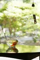 テーブルの上の金魚鉢