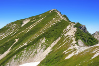 北アルプス・唐松岳頂上山荘前から望む唐松岳