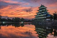 長野県 松本城と夕焼け