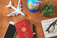 飛行機に乗って海外旅行