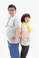 背中合わせの肥満カップル