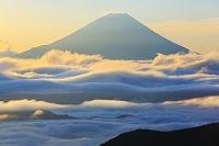 山梨県 池の茶屋林道 夜明けの富士山と雲海