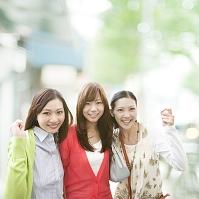 寄り添う日本人女性達