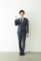 スーツの20代の男性