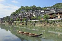 中国 鳳凰古城の古い街並み