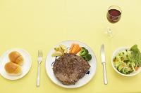 大きなステーキのディナー