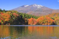 宮城県 紅葉の長老湖と不忘山