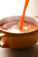 注ぐ野菜スープ