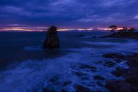 神奈川県 秋谷立石と富士山の夕景