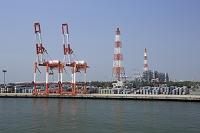 愛知県 名古屋港のコンテナターミナルとクレーン