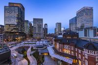 東京都 KITTEビルから見た東京駅丸の内駅前広場 夜景