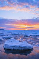 北海道 知床半島より望む流氷
