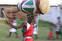 ブルンジ ブジュンブラ郊外の村 伝統舞踊