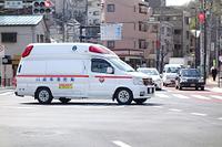出動する救急車