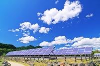 北海道 ソーラーパネルと夏空