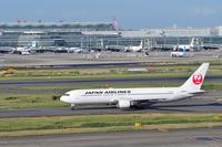 東京国際空港 JAL B767-300