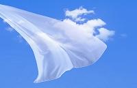 青空となびくカーテン