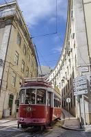 リスボンの町を走るケーブルカー ポルドル リスボン