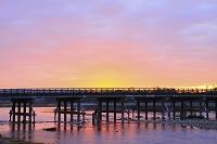 京都府 嵐山 朝焼けの空と渡月橋
