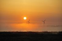 北海道 猿払村 朝日と風車